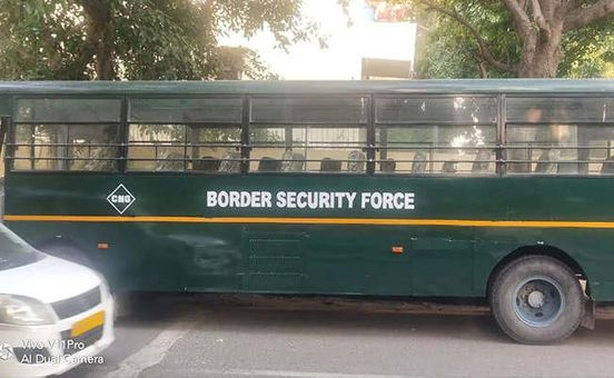 https://in.avalanches.com/delhi_lady_dies_as_bsf_bus_hits_scooter_2_injured_5311_11_10_2019