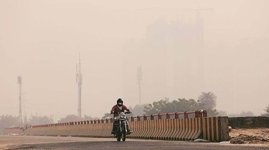 https://in.avalanches.com/delhi_layer_of_fog_collects_in_delhincr_as_air_quality_stays_poor_5808_13_10_2019