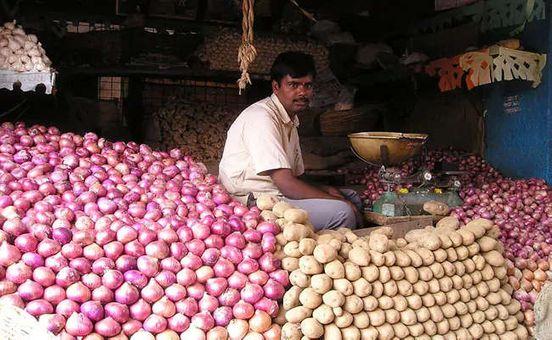 https://in.avalanches.com/delhi_prices_of_onion_tomato_continue_to_remain_high_in_delhi8931_31_10_2019