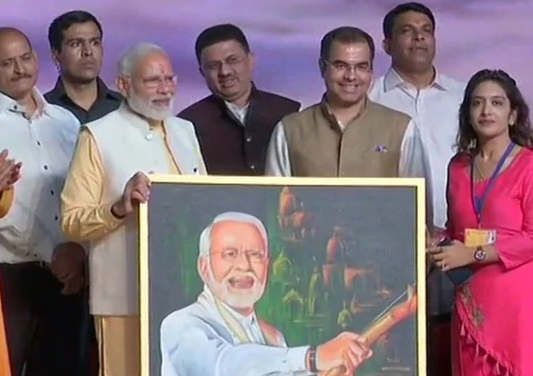 https://in.avalanches.com/delhi_selfmade_painting_presented_by_delhi_girl_to_pm_modi5316_11_10_2019