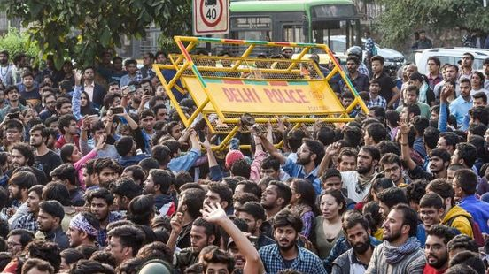 https://in.avalanches.com/delhi_jnu_students_massive_strike_staged_during_convocation_event11892_15_11_2019