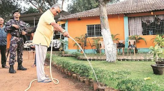 https://in.avalanches.com/kolkata_dilip_ghosh_drives_bjps_poll_day_strategy_in_wb_from_his_kharagpur_bungalow14326_27_11_2019