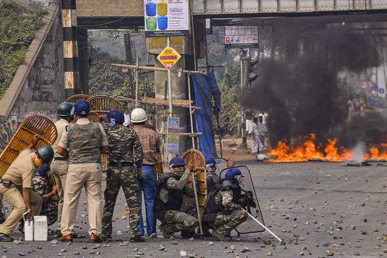https://in.avalanches.com/kolkata_railways_cancel_8_trains_as_anger_against_new_citizenship_law_turns_vi17946_16_12_2019