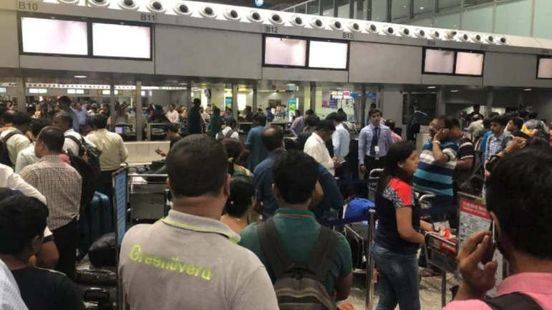 https://in.avalanches.com/kolkata_uproar_at_kolkata_airport_passengers_protests_after_the_flight_was_canceled15442_03_12_2019