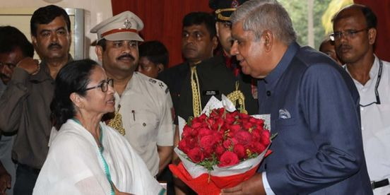 https://in.avalanches.com/kolkata_governor_jagdeep_dhankar_as_given_a_surprise_visit_to_the_bdo_office11931_15_11_2019