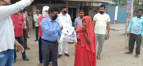 https://in.avalanches.com/kolkata_sunder_foundation_today_distribute_400_packets_of_meal_to_afflicted_fa39145_27_03_2020
