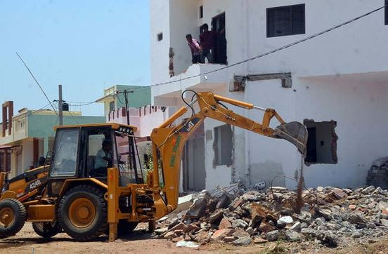 https://in.avalanches.com/mumbai_mumbai_razing_of_the_9story_illegal_construction_in_pydhonie_starts2167_24_09_2019