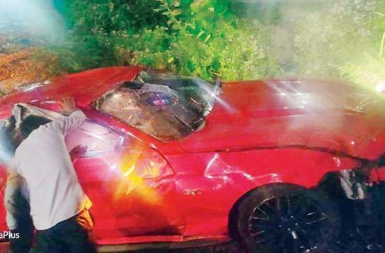 https://in.avalanches.com/mumbai_mumbai_ford_mustang_collided_with_barricade_and_fell_on_railway_track18712_20_12_2019