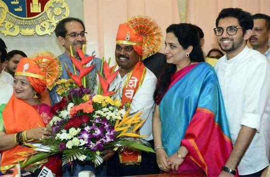 https://in.avalanches.com/mumbai_uddhav_thackeray_meets_kishori_pednekar_mumbais_new_mayor13512_23_11_2019