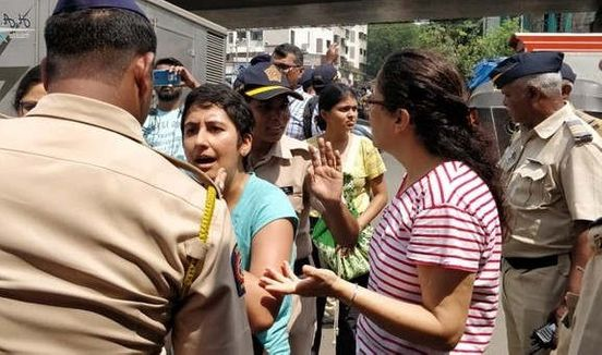 https://in.avalanches.com/mumbai_mumbai_police_apprehends_29_protestors_for_a_demonstration_against_cutting_the_trees_opposition_parties_criticise_the_state_government4503_06_10_2019