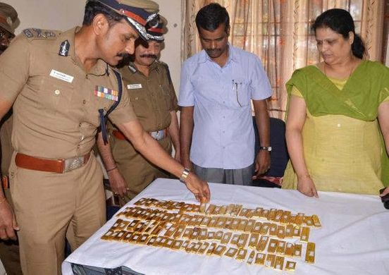 https://in.avalanches.com/mumbai_air_hostess_arrested_for_smuggling_gold6745_20_10_2019