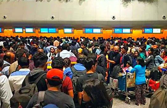 https://in.avalanches.com/bengaluru__passengers_waited_at_the_airport_for_six_hours_due_to_go_airways_flight_to_bangalore_grounded2078_23_09_2019