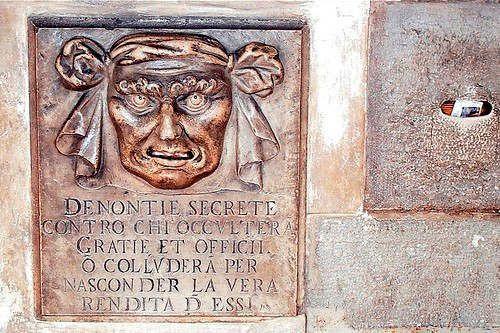 https://it.avalanches.com/venice__storia_di_palazzo_ducale_a_venezia_il_cortile_costituito_da_dive300179_20_05_2020
