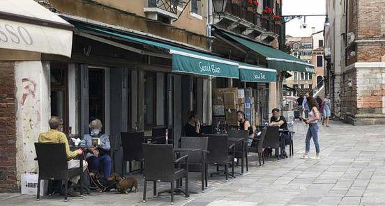 https://it.avalanches.com/venice_venezia_primo_giorno_di_apertura_di_negozi_bar_ristoranti291893_18_05_2020