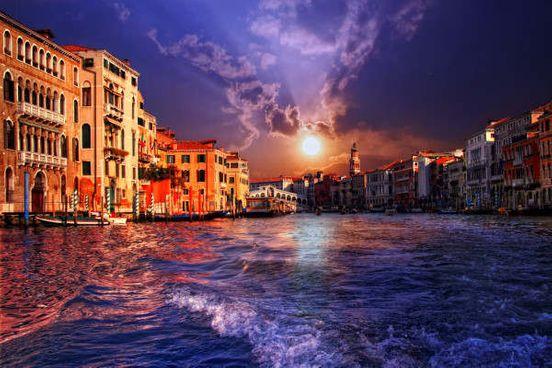 https://it.avalanches.com/venice_veneziani_hanno_il_permesso_di_viaggiare_in_barca_lungo_i_canali141515_23_04_2020