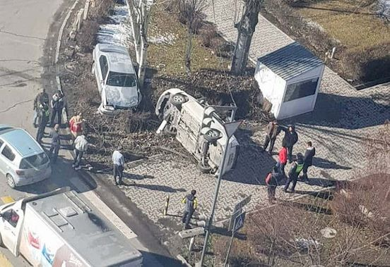 https://kg.avalanches.com/bishkek_avtomobyl_v_byshkeke_perevernulsia_v_raione_asamba30278_15_02_2020