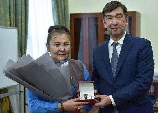 https://kg.avalanches.com/bishkek_v_byshkeke_muzhchyna_s_nozhom_kydalsia_na_liudei_v_trolleibuse13185_21_11_2019