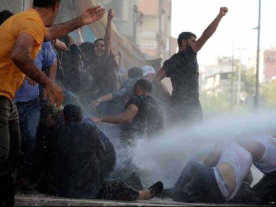 https://pk.avalanches.com/karachi_hrcp_condemns_use_of_water_cannons_against_teachers7857_26_10_2019