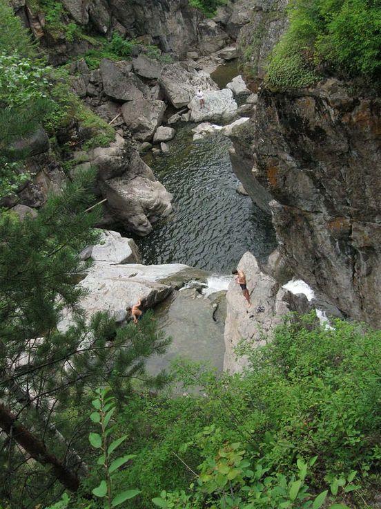 https://ru.avalanches.com/zelenogorsk__bohunaiskyi_vodopad_bohunai_kaskadni_vodopad_raspolozhen_na_reke_boh36961_18_03_2020