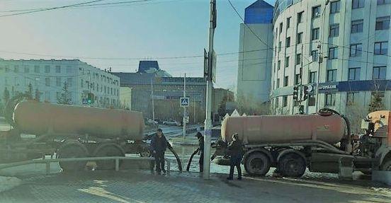 https://ru.avalanches.com/yakutsk_v_horode_iakutske_sotrudnykamy_kommunalnkh_sluzhb_nachato_otkachyvanye_vo58163_08_04_2020