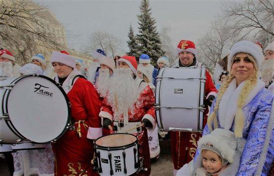 https://ru.avalanches.com/voronezh_sostoialsia_dolhozhdanni_parad_dedov_morozov19034_21_12_2019