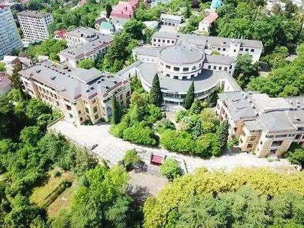https://ru.avalanches.com/sochi_pereformatyruiut_v_apartotel_odyn_yz_stareishykh_sanatoryev_sochy8388_28_10_2019