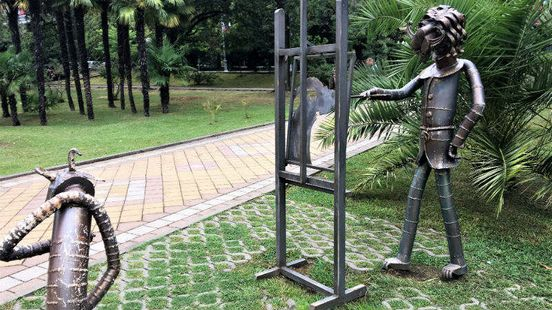 https://ru.avalanches.com/sochi_sadovoparkovaia_skulptura_v_tsentre_sochy6595_19_10_2019