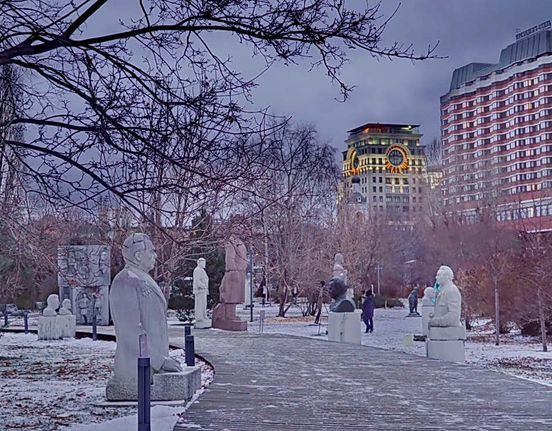 https://ru.avalanches.com/moscow_strongpark_skulptur_muzeon_vozle_novoi_tretiakovskoi_halerey_mosk27127_30_01_2020