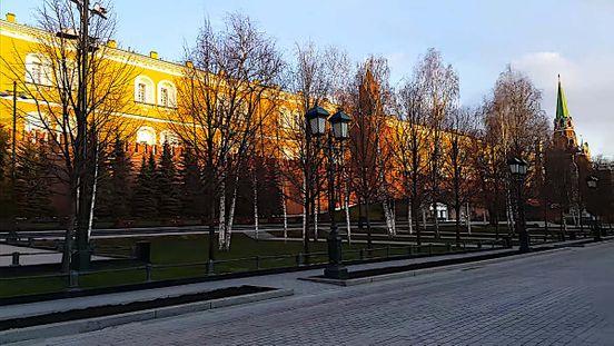 https://ru.avalanches.com/moscow_pochtni_karaul_u_vechnoho_ohnia_v_aleksandrovskom_sadu_vo_vremia_karanty94007_15_04_2020