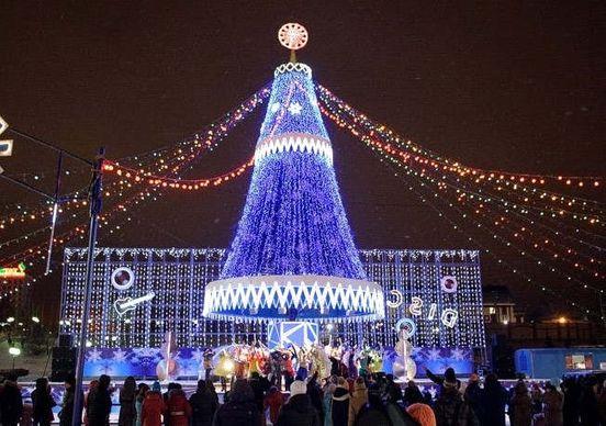 Новогодняя елка Казани будет радовать жителей города до марта месяца