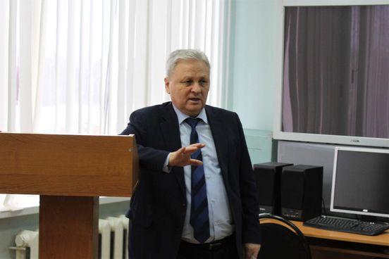 https://ru.avalanches.com/cheboksary_v_chuvashyy_sotrudnyky_roshvardyy_provely_kruhli_stol_s_budushchymy_zhurn25670_23_01_2020