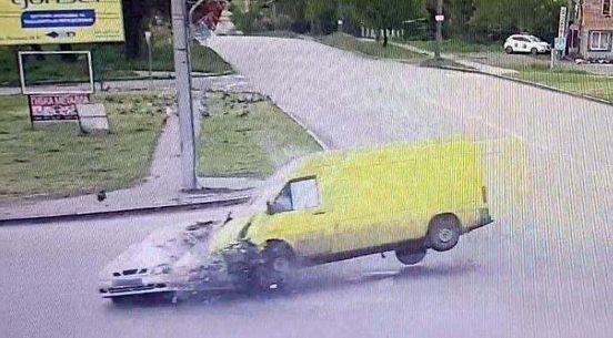 https://ua.avalanches.com/poltava_u_poltavi_stalosia_dtp_travmuvalosia_troie_liudei238670_11_05_2020