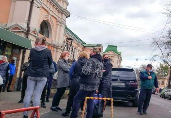 https://ua.avalanches.com/odessa_prodavts_poshly_na_shturm_rnka_v_odesse167739_27_04_2020