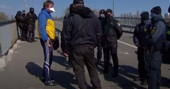 https://ua.avalanches.com/kyiv_zhytelei_stolyts_oshtrafovaly_za_narushenye_karantyna_na_170_tshrn_139352_23_04_2020