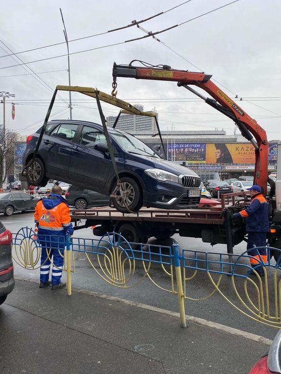 https://ua.avalanches.com/kyiv_vakuatsyia_v_obedennoe_vremia_na_m_palats_sporta19493_24_12_2019
