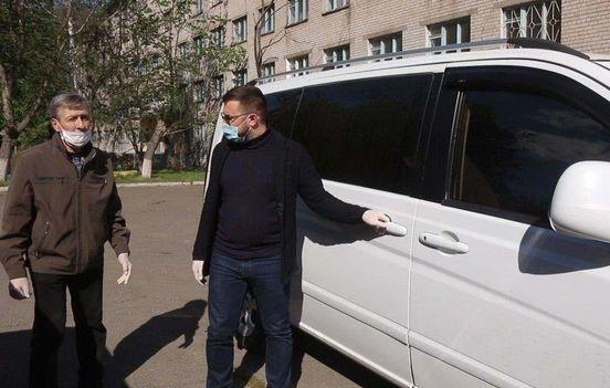 https://ua.avalanches.com/kryvyi_rih_v_kryvomu_rozi_odna_z_politychnykh_partii_pustyla_sotsialne_taksi_dlia_208637_05_05_2020