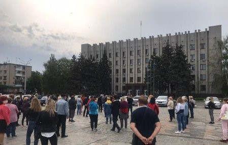 https://ua.avalanches.com/kremenchuk_v_kremenchuhe_mytynhuiut_za_otkrtye_rnkov208589_05_05_2020