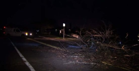 https://us.avalanches.com/philadelphia_straightline_winds_cause_damage_knock_out_power_in_bucks_county9364_02_11_2019
