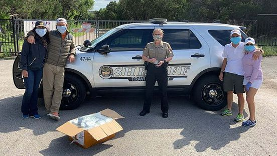 https://us.avalanches.com/austin__matthew_and_camila_mcconaughey_helped_sheriffs_office_by_giving_away103466_17_04_2020