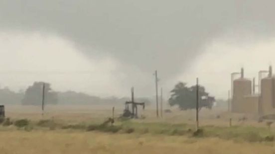 https://us.avalanches.com/austin_three_tornadoes_confirmed_across_central_texas_272427_15_05_2020