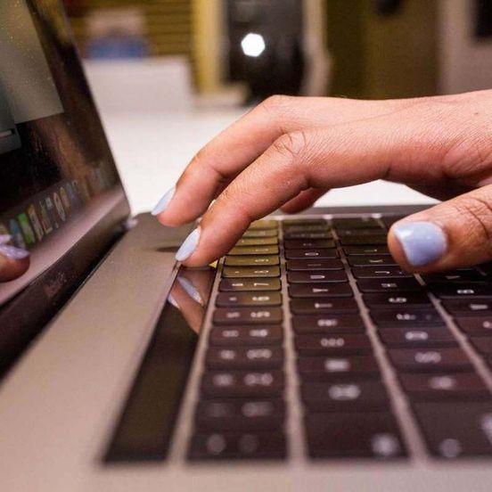 https://us.avalanches.com/houston_apple_updates_macbook_pro_laptops_including_new_keyboard_design535_23_05_2019