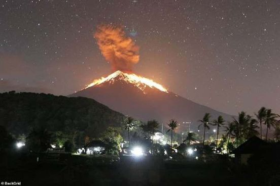 https://us.avalanches.com/houston_balis_mount_agung_erupts_and_spews_lava_as_volcanic_ash_spreads_across_the_sky_forcing_all_flights_in_and_out_of_the_island_to_be_cancelled551_25_05_2019