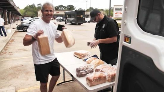 https://us.avalanches.com/houston__bread_man_baking_co_donated_bread_to_local_health_workers_in_houston42207_03_04_2020
