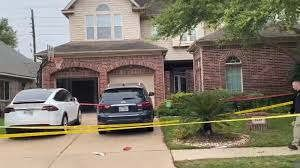 https://us.avalanches.com/houston_sugarland_mother_key_suspect_in_the_murder_of_4yearold_son38127_23_03_2020