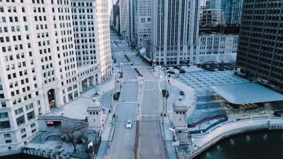 https://us.avalanches.com/chicago__drone_footage_of_empty_chicago_chicago_highways_have_been_duller_than88468_13_04_2020