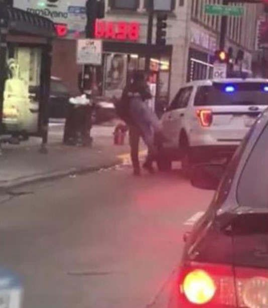 https://us.avalanches.com/chicago_chicago_police_officer_who_was_involved_in_takedown_video_relieved_from_his_powers15083_01_12_2019