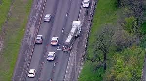 https://us.avalanches.com/chicago__a_man_got_hit_by_action_truck_and_died_on_the_southside_253116_13_05_2020