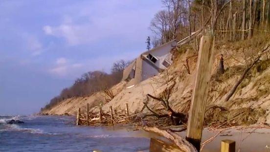 https://us.avalanches.com/chicago_home_falls_down_along_lake_michigan_shoreline_in_michigan21167_02_01_2020