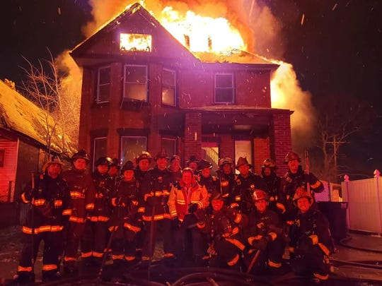 https://us.avalanches.com/detroit_chief_firefighters_which_posed_at_the_burning_apartment_will_be_likel22901_11_01_2020