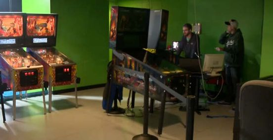 Milwaukee father breaks Guinness World Record for longest pinball play